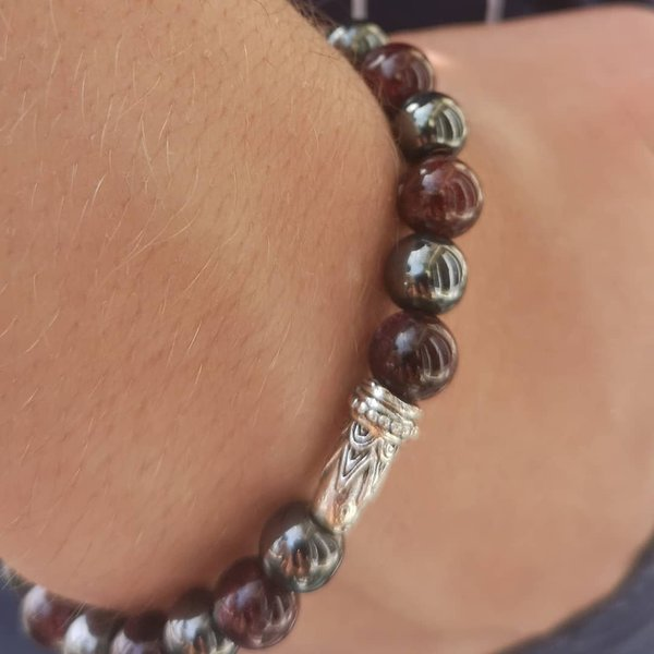 Bracelet Mala : Force,Courage, Engagement.